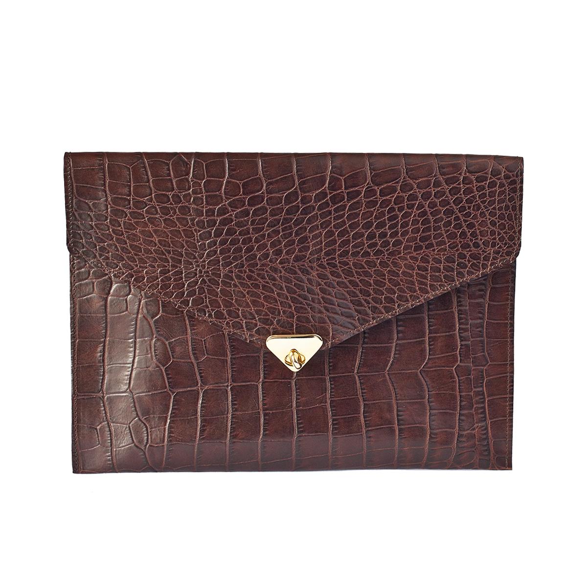 Grande pochette enveloppe chocolat en cuir façon croco