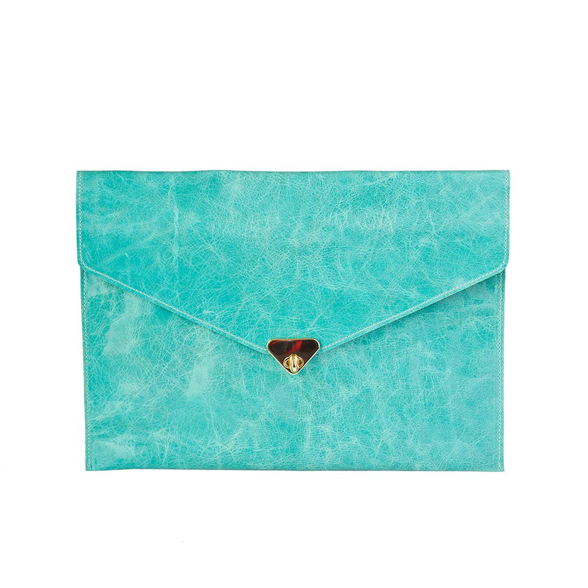 grande pochette enveloppe turquoise en cuir souple