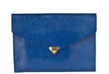 Grande pochette enveloppe bleu roi en cuir façon lézard