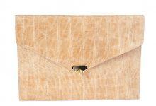 Pochette enveloppe cuir façon croco.