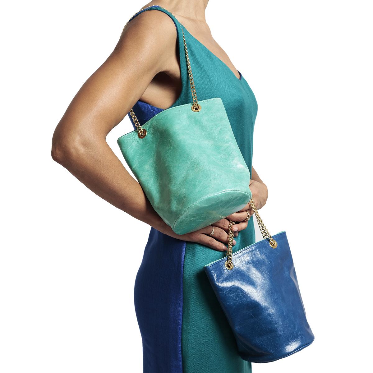 Sac seau réversible en cuir turquois/bleu